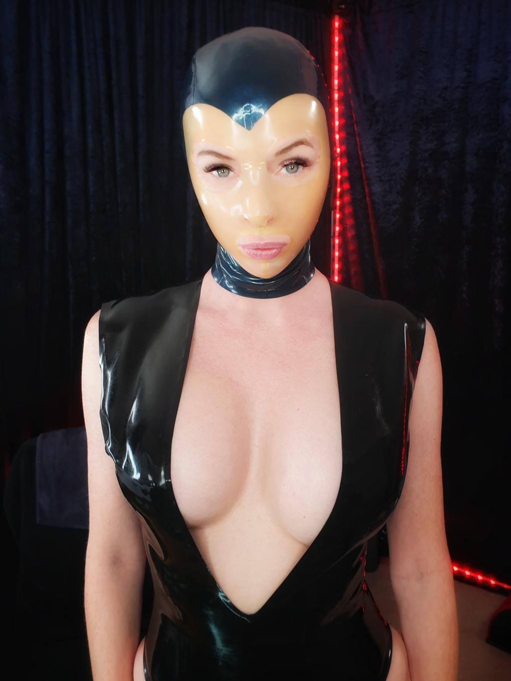 Just Can't Go A Day Without Latex On My Skin. Would You Date Me Like This?