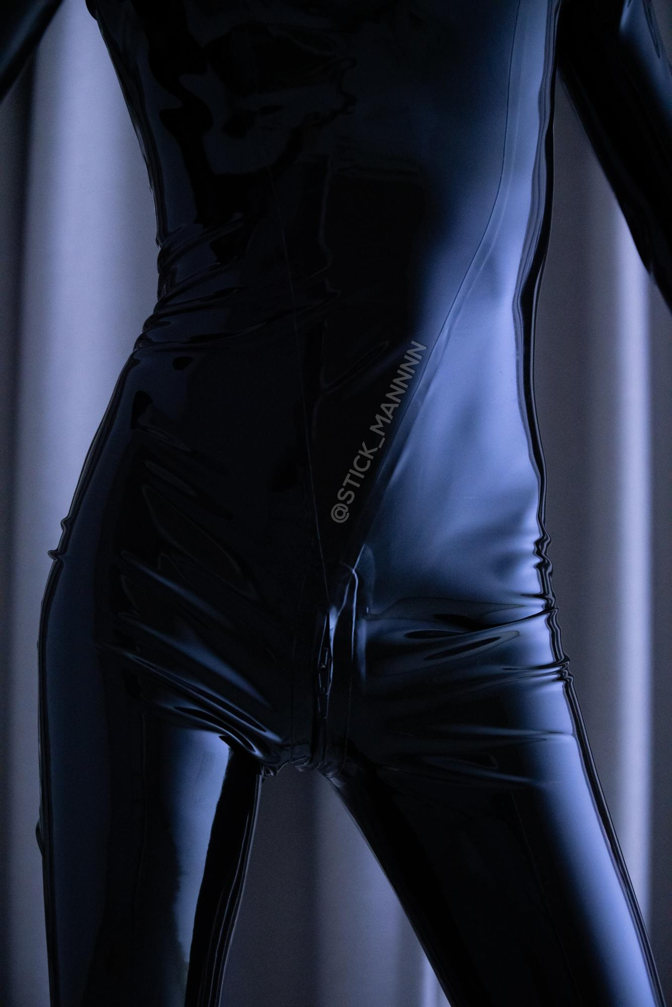 Self Shoot In A Latex Catsuit!