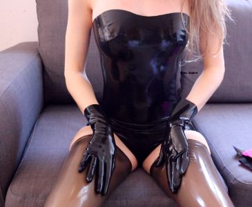 I Love This Black Outfit ?