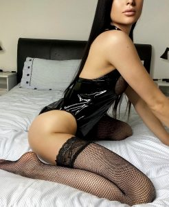 Look For A Place To Sit, If Your Face Or Cock Available?😈