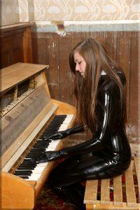 Piano Babe