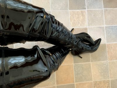 """Since Tall Ladies Are All The Rage These Days, These Boots Make Me 6'8"""""""