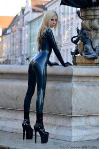 Statue Heels