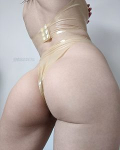 Who Else Likes Transparent Latex? It's One Of My Faves 😇