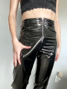 Who Wants To Unzip Madams Cock?