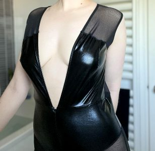 Wouldn't You Just Love To Unzip This Fully? 😏