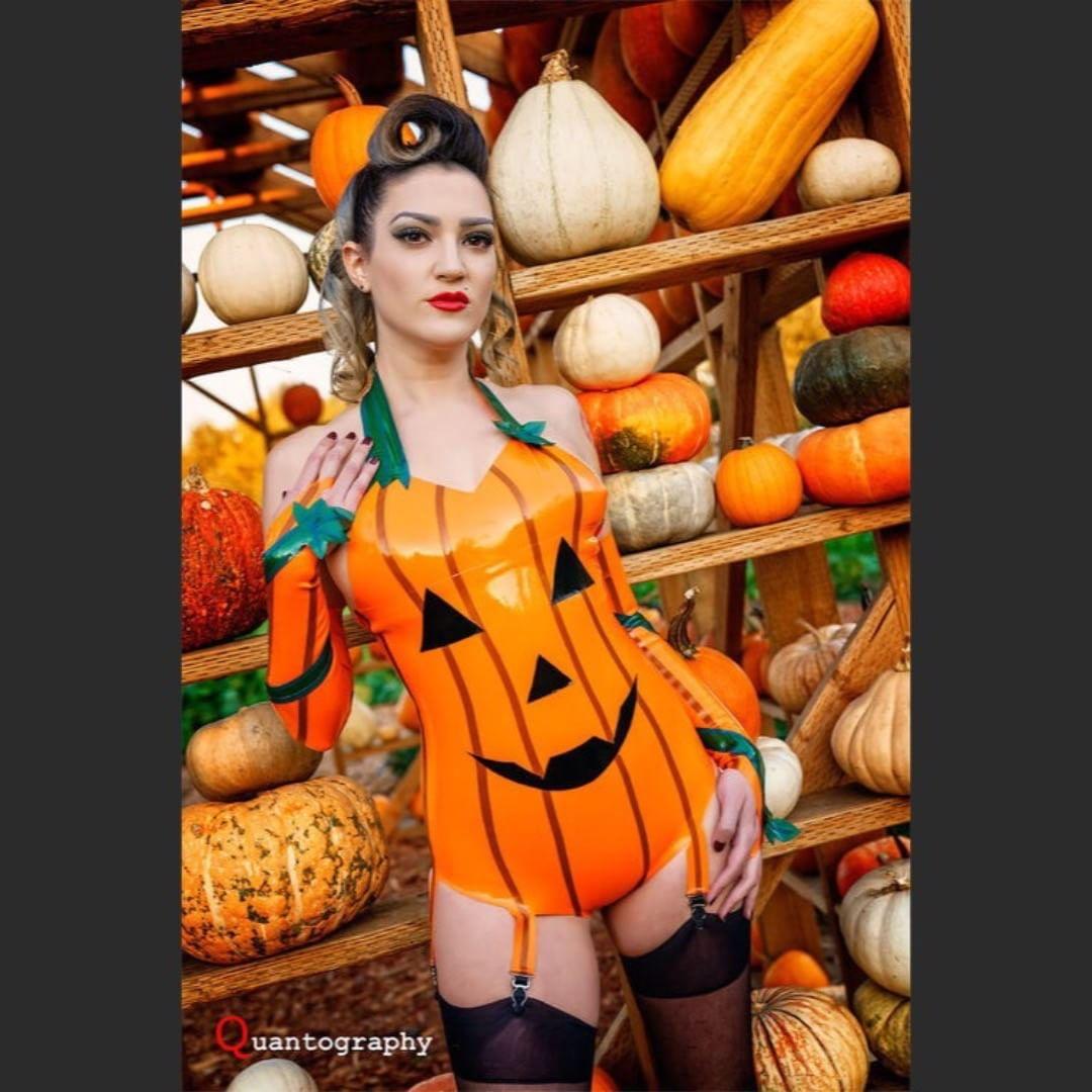 Zamra_Dollskin As A Jack O' Lantern